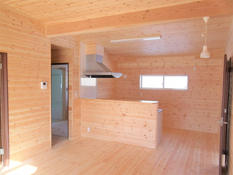 ウッドデッキ付き平屋のLDK|つくばみらい市の注文住宅,ログハウスのような低価格住宅を建てるならエイ・ワン
