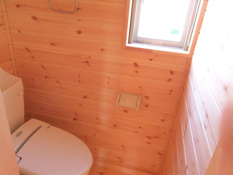 賃貸タイプの二階建てのトイレ|つくばみらい市の注文住宅,ログハウスのような低価格住宅を建てるならエイ・ワン