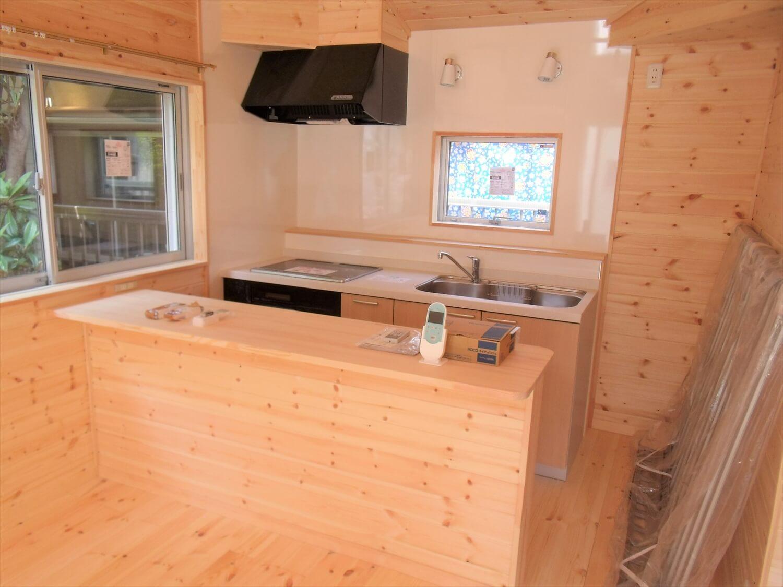 都内の無垢材住宅のLDK|大田区の注文住宅,ログハウスのような低価格住宅を建てるならエイ・ワン