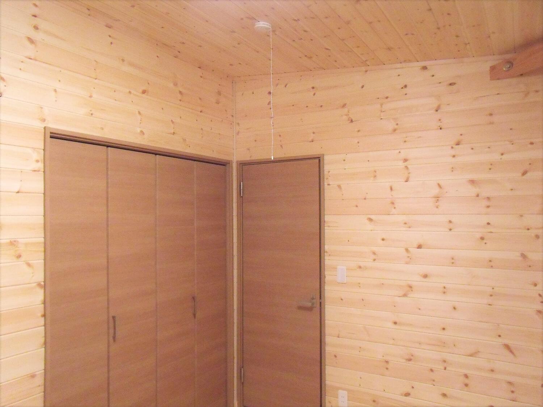 黒を基調とした平屋の建具|栃木市の注文住宅,ログハウスのような低価格住宅を建てるならエイ・ワン
