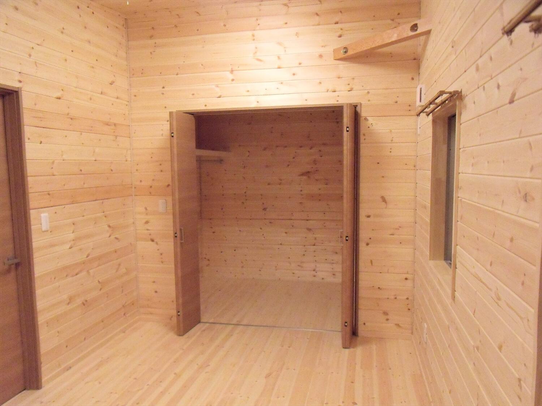 黒を基調とした平屋の収納|栃木市の注文住宅,ログハウスのような低価格住宅を建てるならエイ・ワン