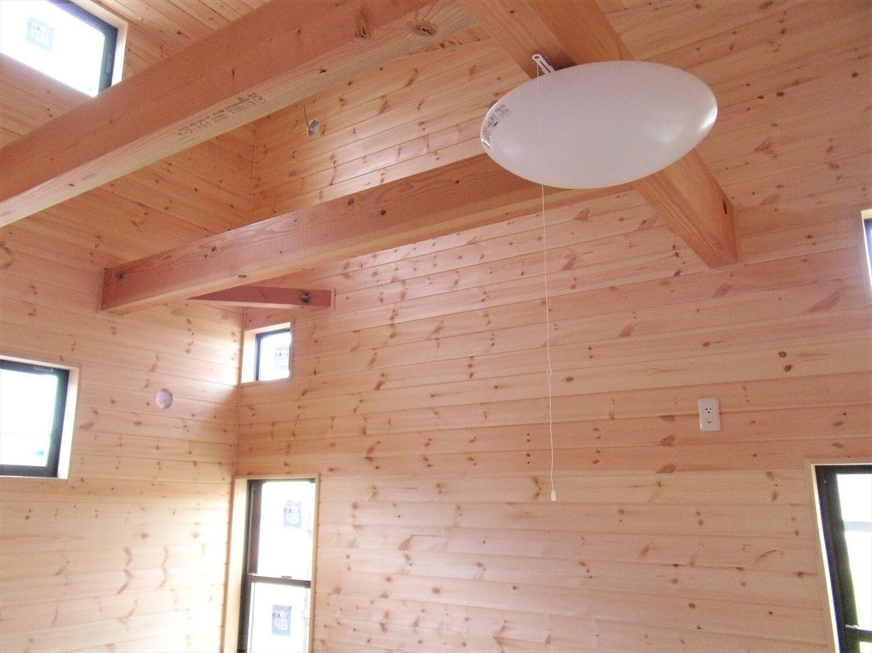 おしゃれなシーリングファンのある平屋の天井|宇都宮市の注文住宅,ログハウスのような低価格住宅を建てるならエイ・ワン