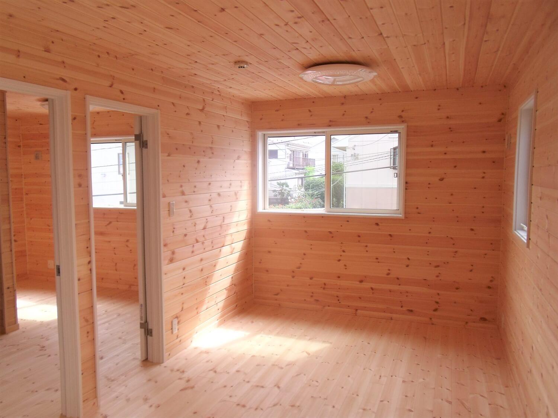 収納たっぷり二階建ての居室|横浜市の注文住宅,ログハウスのような低価格住宅を建てるならエイ・ワン