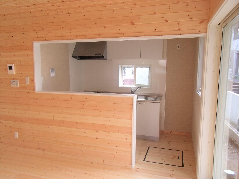 収納たっぷり二階建てのキッチン|横浜市の注文住宅,ログハウスのような低価格住宅を建てるならエイ・ワン