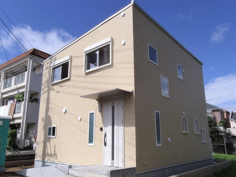 収納たっぷり二階建ての外観|横浜市の注文住宅,ログハウスのような低価格住宅を建てるならエイ・ワン