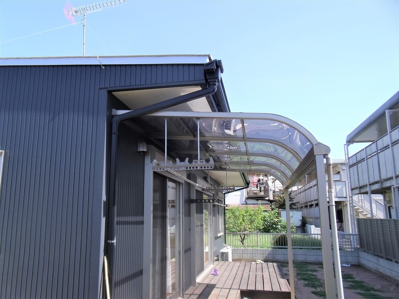 黒を基調とした平屋の外観裏|栃木市の注文住宅,ログハウスのような低価格住宅を建てるならエイ・ワン