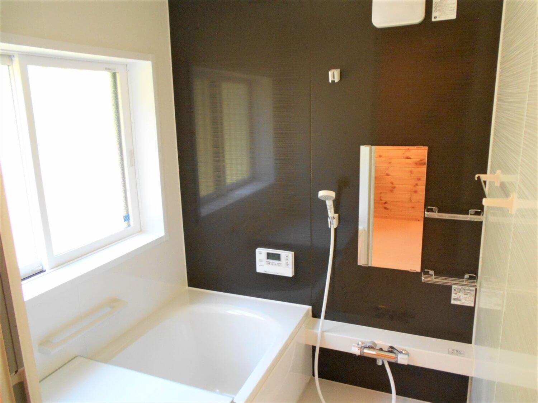 ログハウス風の平屋のバスルーム|小美玉市の注文住宅,ログハウスのような低価格住宅を建てるならエイ・ワン