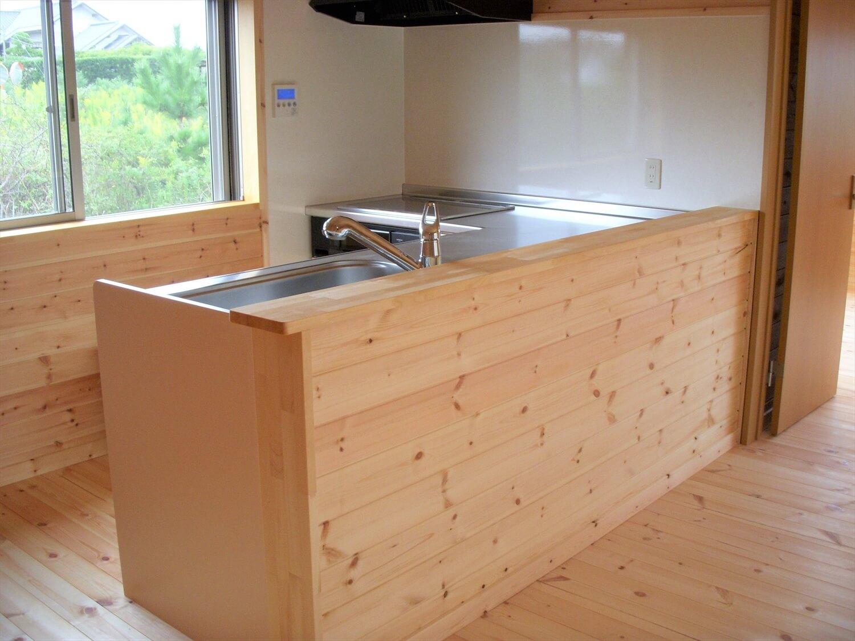 ロフト付き無垢材二階建てのキッチン|神栖市の注文住宅,ログハウスのような低価格住宅を建てるならエイ・ワン