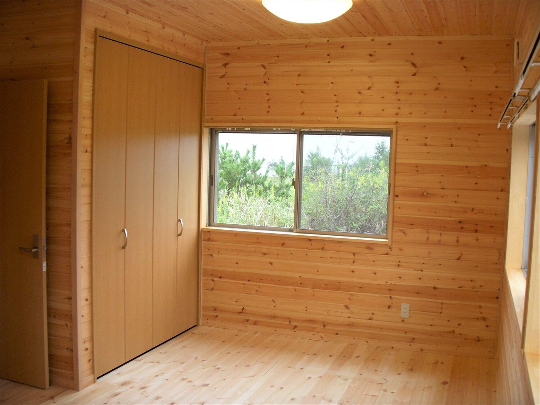 ロフト付き無垢材二階建ての居室|神栖市の注文住宅,ログハウスのような低価格住宅を建てるならエイ・ワン