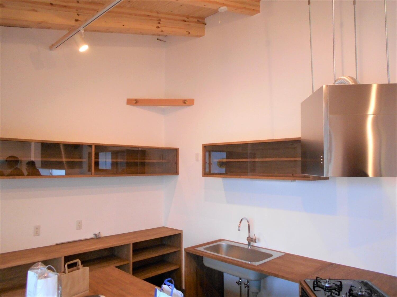 L字の平屋のキッチン棚|小美玉市の注文住宅,ログハウスのような低価格住宅を建てるならエイ・ワン