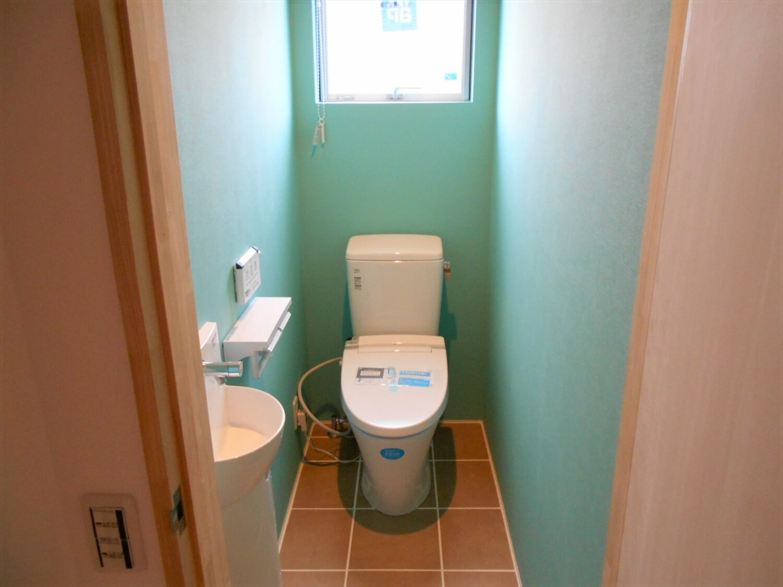 L字の平屋のトイレ|小美玉市の注文住宅,ログハウスのような低価格住宅を建てるならエイ・ワン