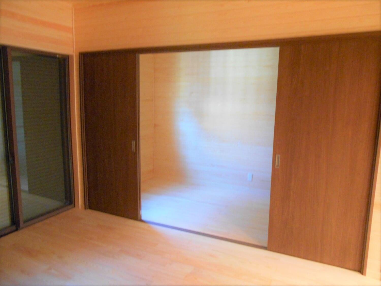 切妻屋根の平屋のウォークインクローゼット|湖南市の注文住宅,ログハウスのような低価格住宅を建てるならエイ・ワン