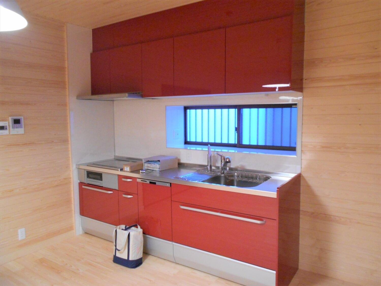切妻屋根の平屋のキッチン|湖南市の注文住宅,ログハウスのような低価格住宅を建てるならエイ・ワン
