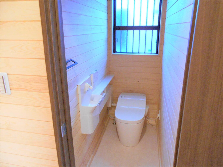 切妻屋根の平屋のトイレ|湖南市の注文住宅,ログハウスのような低価格住宅を建てるならエイ・ワン