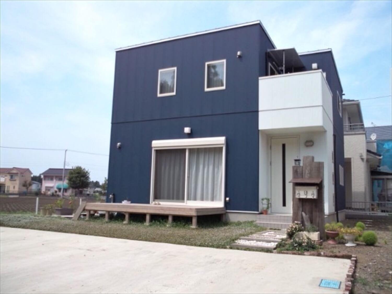 木の香りに包まれる二階建ての外観|東海村の注文住宅,ログハウスのような低価格住宅を建てるならエイ・ワン