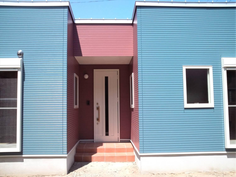 ドックスペースのある平屋の玄関|蒲郡市の注文住宅,ログハウスのような低価格住宅を建てるならエイ・ワン
