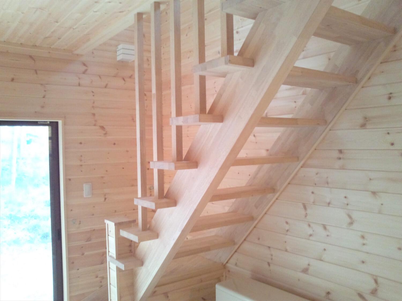 二階リビング住宅の階段 印西市の注文住宅,ログハウスのような低価格住宅を建てるならエイ・ワン
