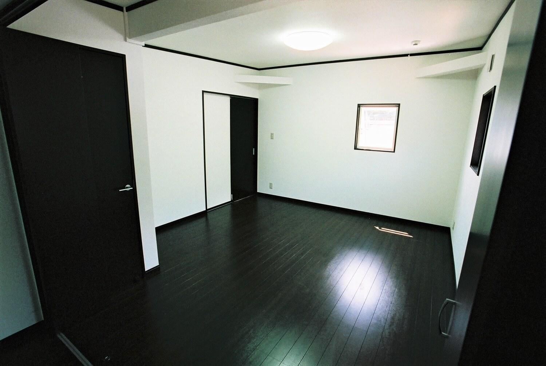 モノクロ二階建ての内装|鉾田市の注文住宅,ログハウスのような低価格住宅を建てるならエイ・ワン