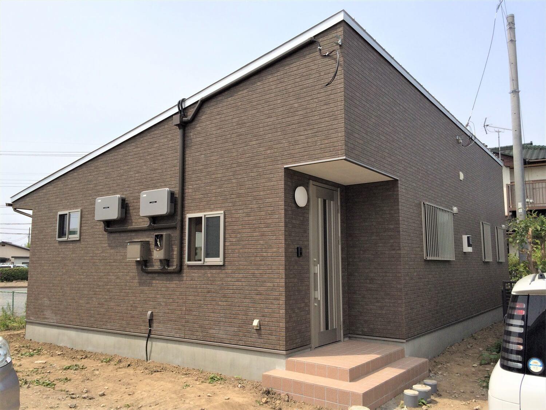 モダンな無垢材平屋の外観|水戸市の注文住宅,ログハウスのような低価格住宅を建てるならエイ・ワン
