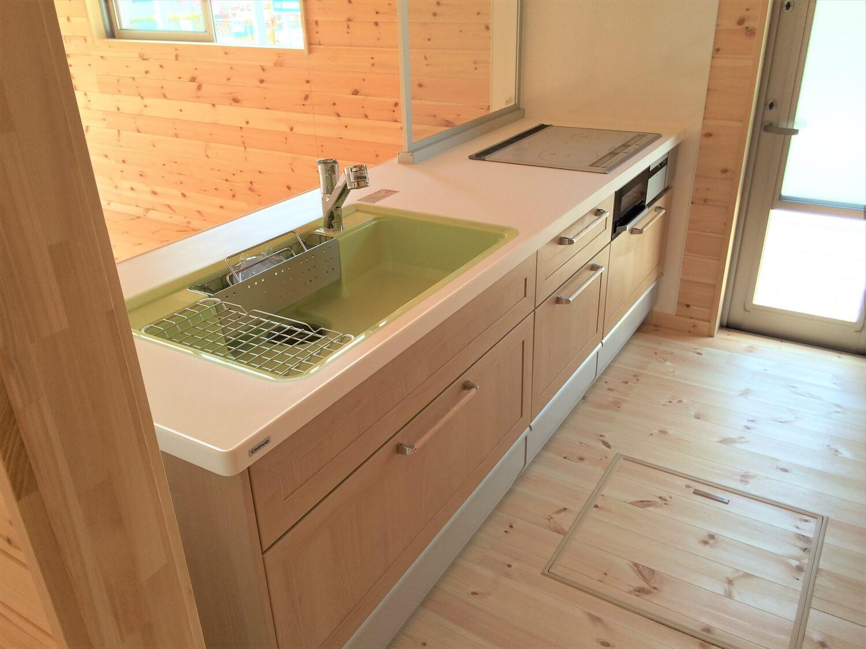 ロフト付き平屋のキッチン|壬生町の注文住宅,ログハウスのような低価格住宅を建てるならエイ・ワン