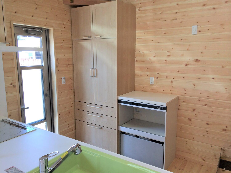 ロフト付き平屋のキッチン収納|壬生町の注文住宅,ログハウスのような低価格住宅を建てるならエイ・ワン