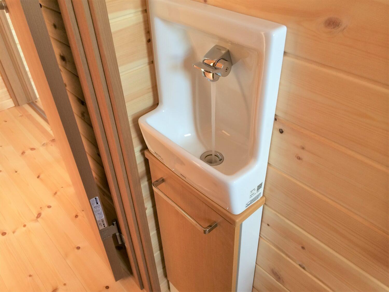 ロフト付き平屋の手洗い場|壬生町の注文住宅,ログハウスのような低価格住宅を建てるならエイ・ワン