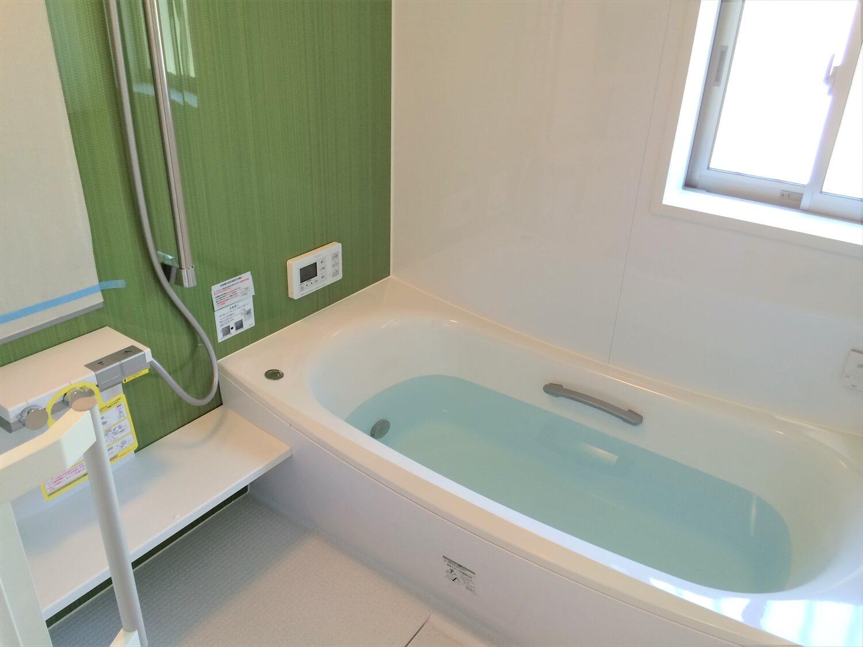 ロフト付き平屋のバスルーム|壬生町の注文住宅,ログハウスのような低価格住宅を建てるならエイ・ワン