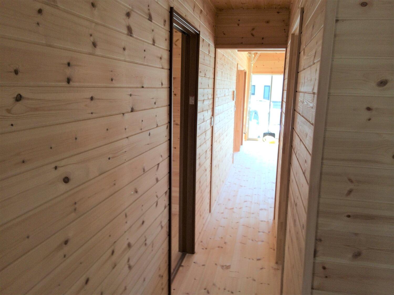 ロフト付き平屋の廊下|壬生町の注文住宅,ログハウスのような低価格住宅を建てるならエイ・ワン
