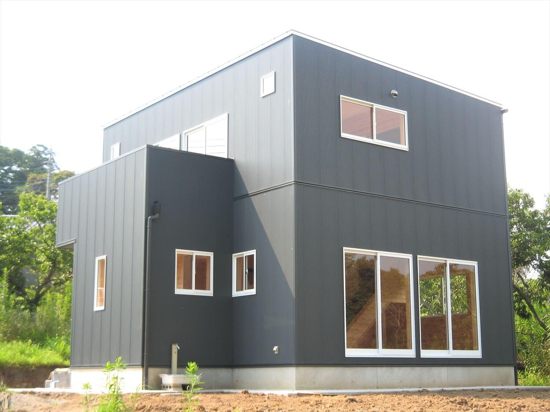 バルコニー付き二階建ての外観|小美玉市の注文住宅,ログハウスのような低価格住宅を建てるならエイ・ワン