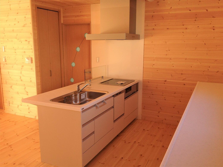 完全分離型の二世帯住宅のペニンシュラキッチン|さいたま市の注文住宅,ログハウスのような低価格住宅を建てるならエイ・ワン