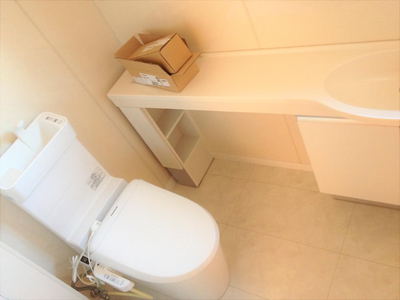 完全分離型の二世帯住宅のトイレ|さいたま市の注文住宅,ログハウスのような低価格住宅を建てるならエイ・ワン