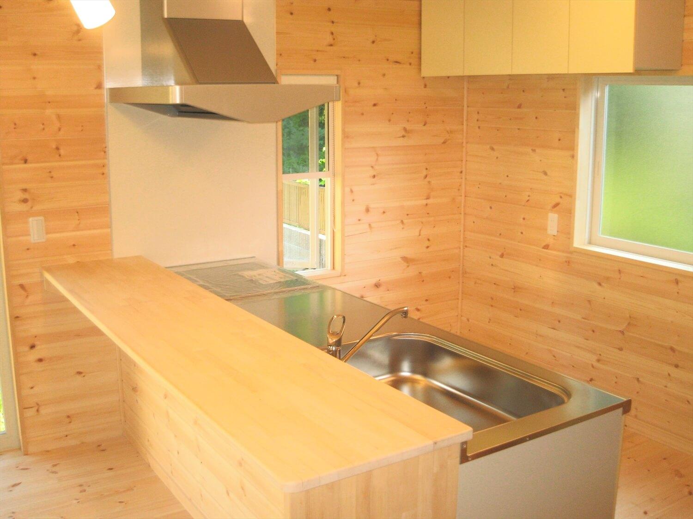 キューブ型の二階建てのキッチン|笠間市の注文住宅,ログハウスのような低価格住宅を建てるならエイ・ワン