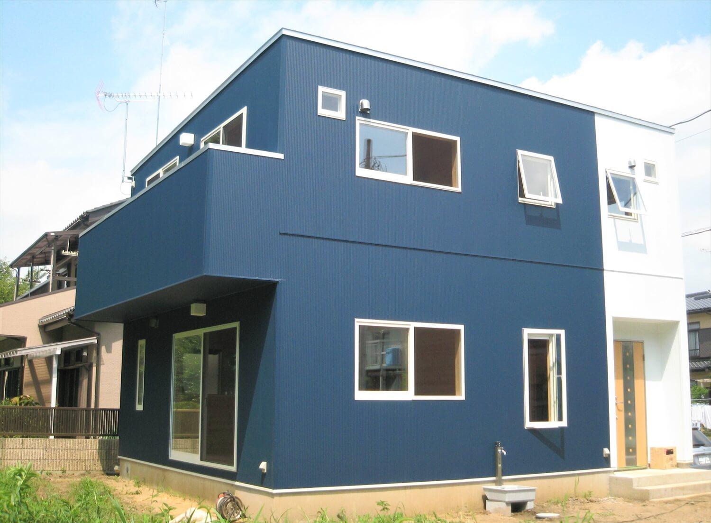 キューブ型の二階建ての外観|笠間市の注文住宅,ログハウスのような低価格住宅を建てるならエイ・ワン