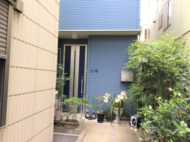 都内の無垢材住宅の玄関|大田区の注文住宅,ログハウスのような低価格住宅を建てるならエイ・ワン