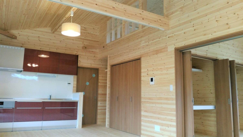 ロフト付平屋のリビング|勝浦市の注文住宅,ログハウスのような低価格住宅を建てるならエイ・ワン