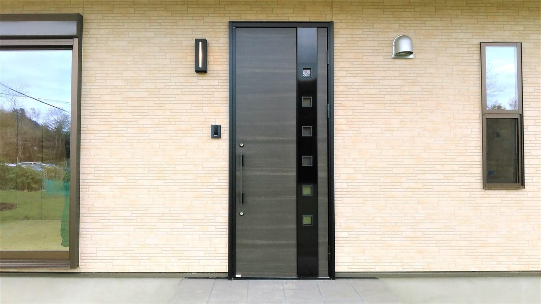 ロフト付平屋の玄関|勝浦市の注文住宅,ログハウスのような低価格住宅を建てるならエイ・ワン