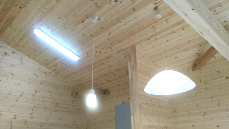 ログハウス風の平屋の照明|邑楽町の注文住宅,ログハウスのような低価格住宅を建てるならエイ・ワン