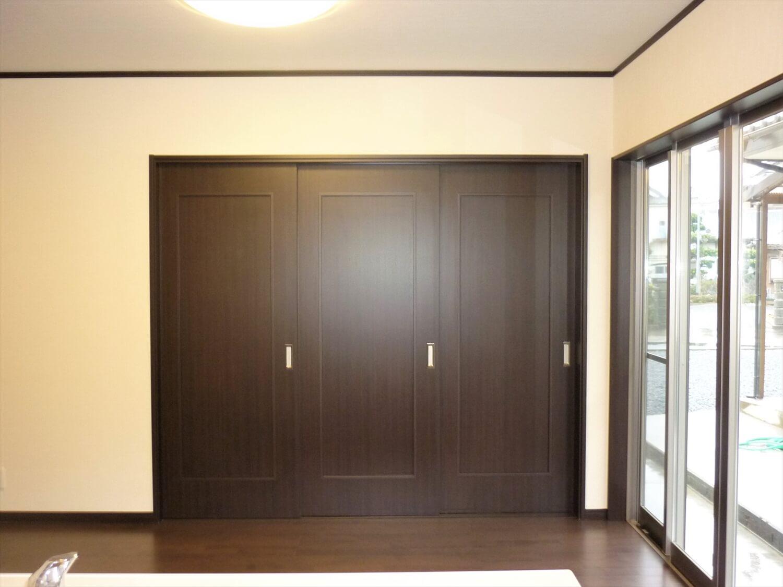 二階建てのシックな建具|鹿嶋市の注文住宅,ログハウスのような低価格住宅を建てるならエイ・ワン