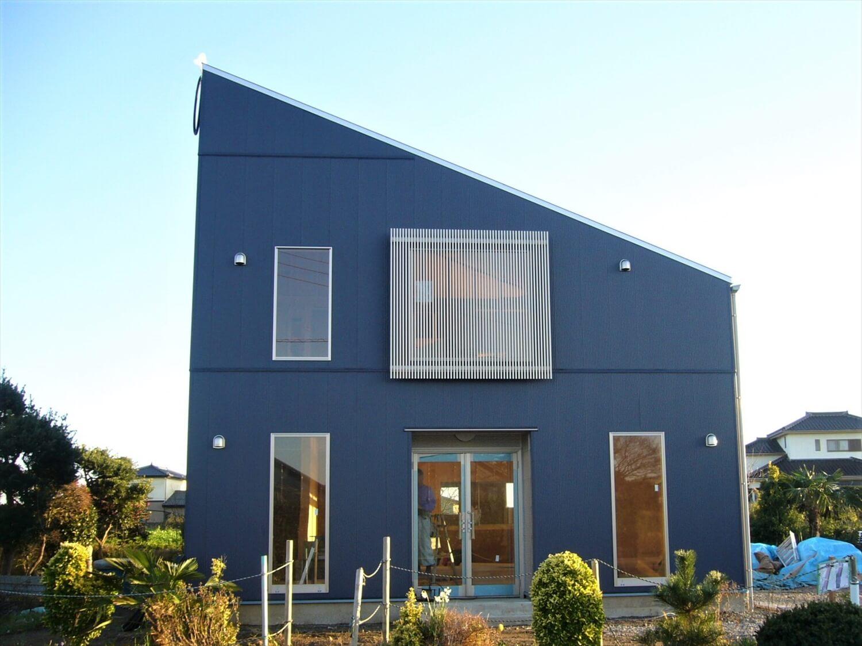 二階建ての作業所の外観正面 鹿嶋市の注文住宅,ログハウスのような低価格住宅を建てるならエイ・ワン