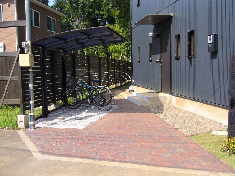二階リビング住宅の駐輪場 印西市の注文住宅,ログハウスのような低価格住宅を建てるならエイ・ワン