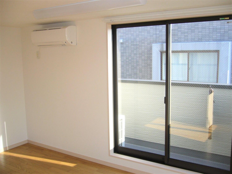 和室とロフトのある家の窓|横浜市の注文住宅,ログハウスのような低価格住宅を建てるならエイ・ワン