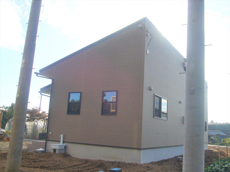 和室のあるシンプルな平屋の外観横|鉾田市の注文住宅,ログハウスのような低価格住宅を建てるならエイ・ワン