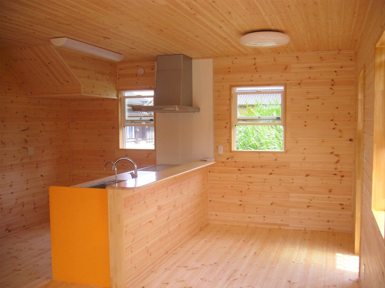 無垢材に包まれた二階建てのLDK|行方市の注文住宅,ログハウスのような低価格住宅を建てるならエイ・ワン