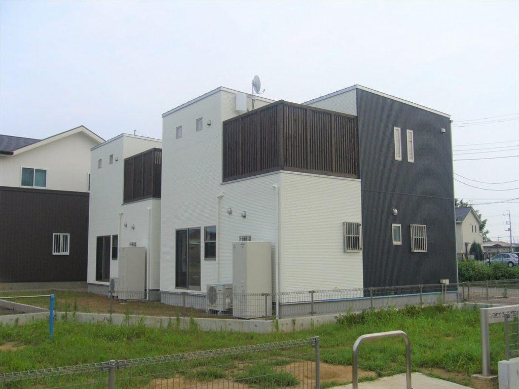 完全分離型の二世帯住宅の外観裏|水戸市の注文住宅,ログハウスのような低価格住宅を建てるならエイ・ワン