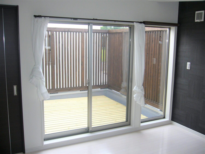 完全分離型の二世帯住宅の掃き出し窓|水戸市の注文住宅,ログハウスのような低価格住宅を建てるならエイ・ワン