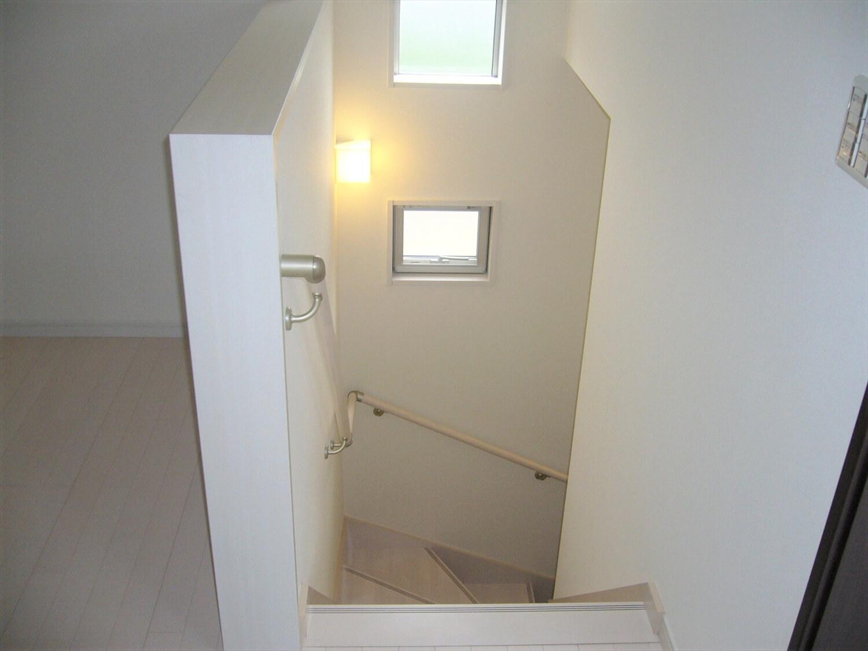完全分離型の二世帯住宅の窓|水戸市の注文住宅,ログハウスのような低価格住宅を建てるならエイ・ワン