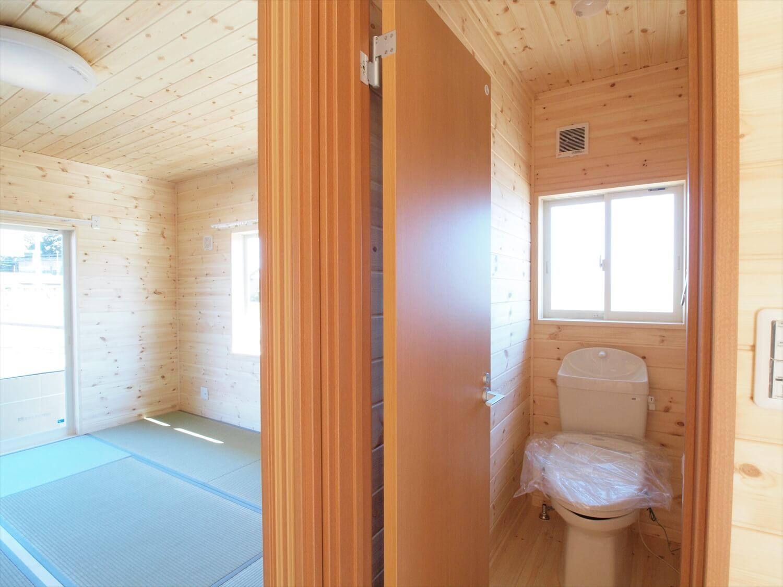 掘りごたつのある平屋のトイレ|行方市の注文住宅,ログハウスのような低価格住宅を建てるならエイ・ワン