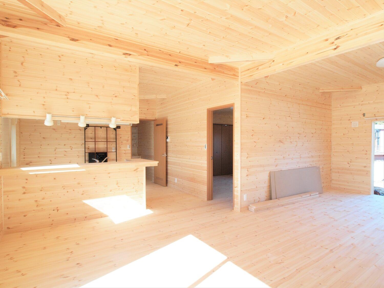 掘りごたつのある平屋のリビング|行方市の注文住宅,ログハウスのような低価格住宅を建てるならエイ・ワン
