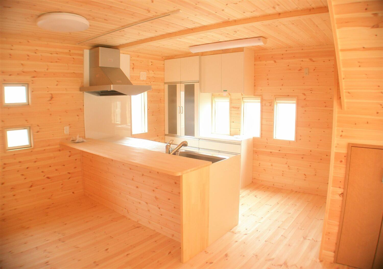 木の香りに包まれる二階建てのLDK|東海村の注文住宅,ログハウスのような低価格住宅を建てるならエイ・ワン