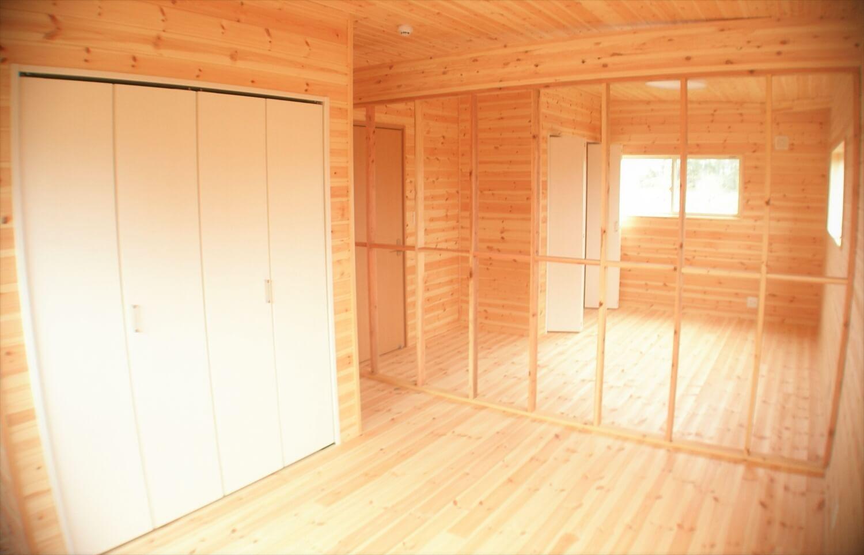 木の香りに包まれる二階建ての居室|東海村の注文住宅,ログハウスのような低価格住宅を建てるならエイ・ワン